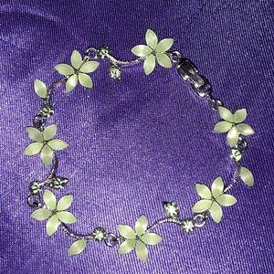 NWOT Beautiful Sterling Silver Flower Bracelet